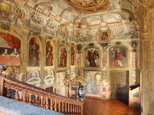 20110109175746-873052465-escalera-principal-monasterio-descalzas-reales-recupera-esplendor.jpg