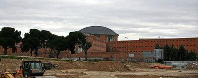 Vista de la Cárcel de Carabanchel desde el parque de las Cruces.